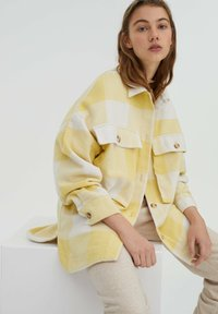 PULL&BEAR - Summer jacket - yellow - 4