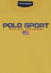 Polo Ralph Lauren - T-shirt med print - chrome yellow - 4