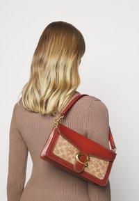 Coach - SIGNATURE WITH BEADCHAIN TABBY SHOULDER BAG  - Handbag - tan/rust - 0
