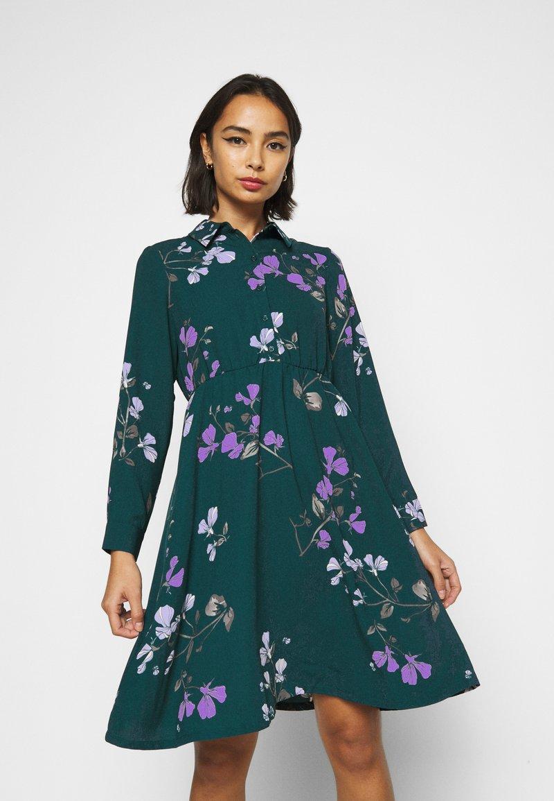 Vero Moda Petite - VMANNIE DRESS - Košilové šaty - ponderosa pine/hallie