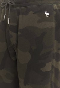 Abercrombie & Fitch - ICON CLASSIC  - Tracksuit bottoms - olive - 2