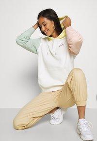Nike Sportswear - HOODIE - Bluza z kapturem - sail - 3