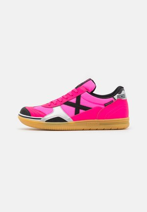 GRESCA - Futsal-kengät - pink/black