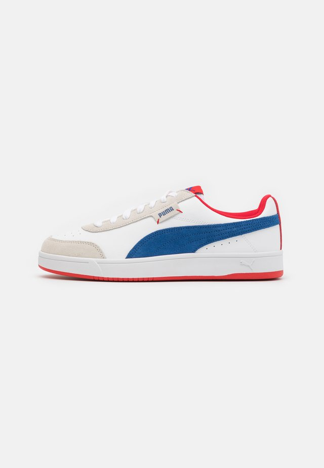 COURT LEGEND UNISEX - Sneakers laag - white/limoges/high risk red