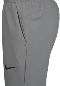 Nike Performance - FLEX VENT MAX PANT - Pantaloni sportivi - smoke grey/black - 2