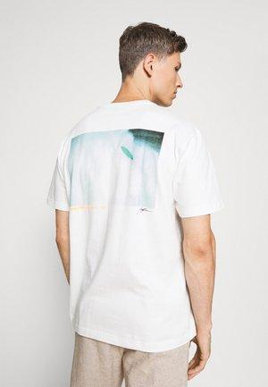 SURF GRAPH  - Print T-shirt - porcelain