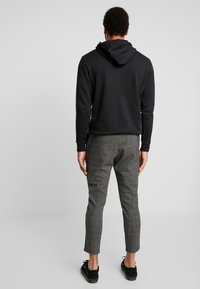 Only & Sons - ONSLINUS PANT CHECKS - Trousers - medium grey melange - 2
