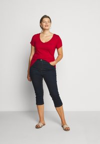 Anna Field Curvy - Basic T-shirt - chili pepper - 1