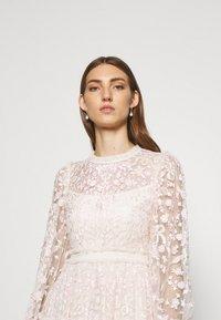 Needle & Thread - EMILANA DRESS - Koktejlové šaty/ šaty na párty - champagne - 3