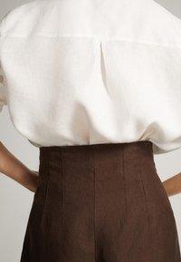 Massimo Dutti - CULOTTE AUS MIT BUNDFALTEN - Trousers - brown - 3