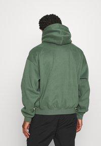 WRSTBHVR - HOODIE CRUSH - Sweatshirt - green - 2