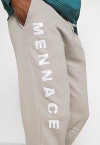 Mennace - ON THE RUN - Pantalon de survêtement - grey - 4