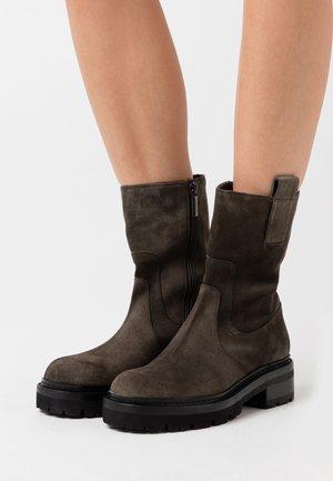 DAYANA - Vysoká obuv - musgo