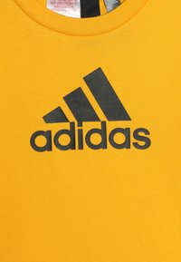 adidas Performance - UNISEX - T-shirt print - active gold/black - 3