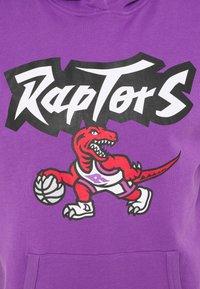 Mitchell & Ness - TORONTO RAPTORS SHORT SLEEVE HOODY - Article de supporter - raptors purple - 2