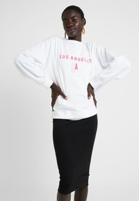 Missguided Tall - LOS ANGELES GRAPHIC - Sweatshirt - white - 0