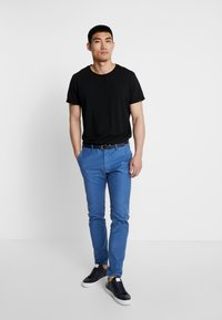 Scotch & Soda - MOTT CLASSIC GARMENT DYED - Chino - worker blue - 1