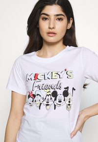 ONLY Petite - ONLDISNEY MIX - Camiseta estampada - white - 4