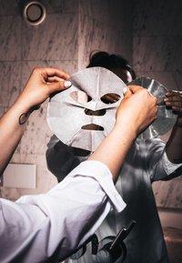 Swiss Clinic - DETOXIFYING GREY CLAY SHEET MASK - Face mask - - - 2