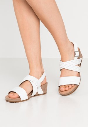 WIDE FIT LOW WEDGE - Sandály na klínu - white