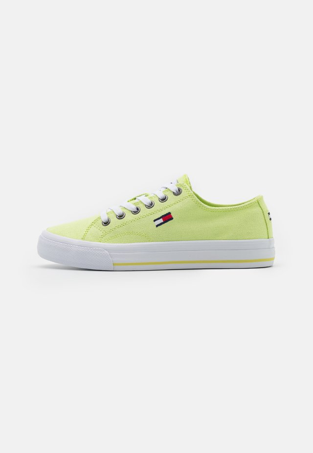 LOW CUT VULC - Sneakers laag - faded lime