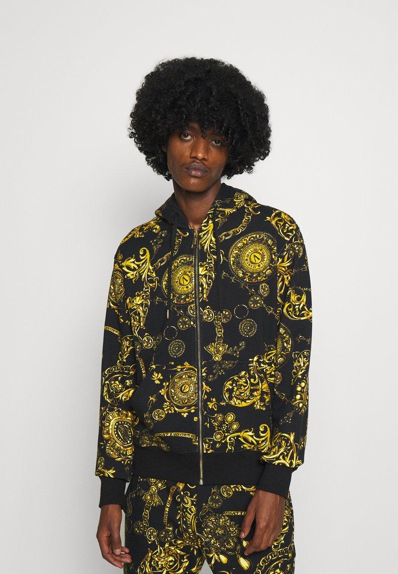 Versace Jeans Couture - BRUSHED PRINT REGALIA BAROQUE - Felpa con zip - nero/oro