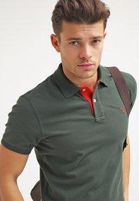 GANT - CONTRAST COLLAR RUGGER - Polo shirt - bottle green - 3