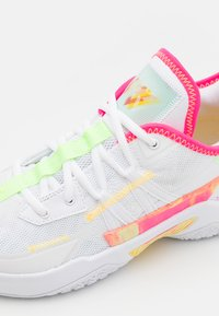 Jordan - ONE TAKE II UNISEX - Obuwie do koszykówki - white/hyper pink/lime glow/citron pulse - 5