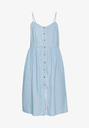 CHAMBRAY STRAP DRESS - Vestido vaquero - light indigo