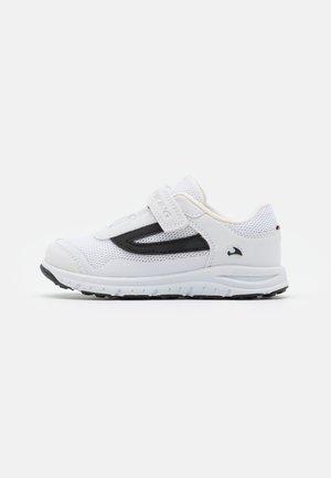 KNAPPER UNISEX - Hiking shoes - white