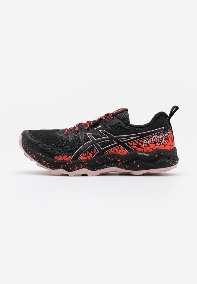FUJITRABUCO LYTE - Běžecké boty do terénu - graphite grey/black