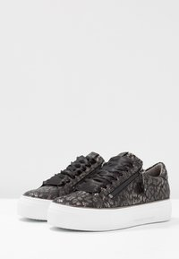 Kennel + Schmenger - BIG - Trainers - black/gun - 4