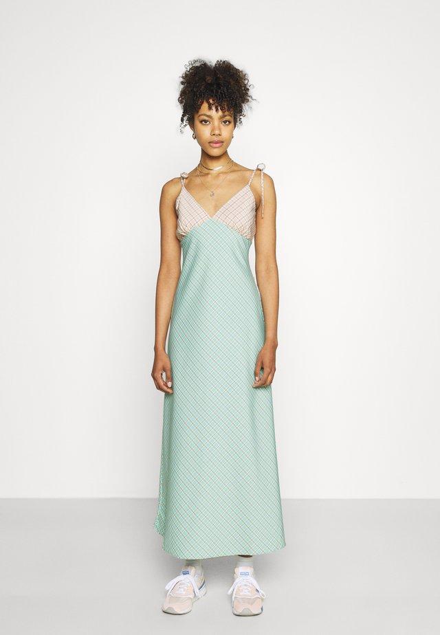 CAPRI DRESS - Maxi-jurk - peach/aqua