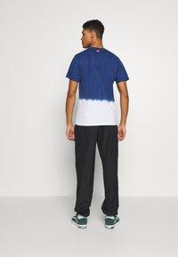 Vans - DIP DYED  - Print T-shirt - sodalite blue - 2