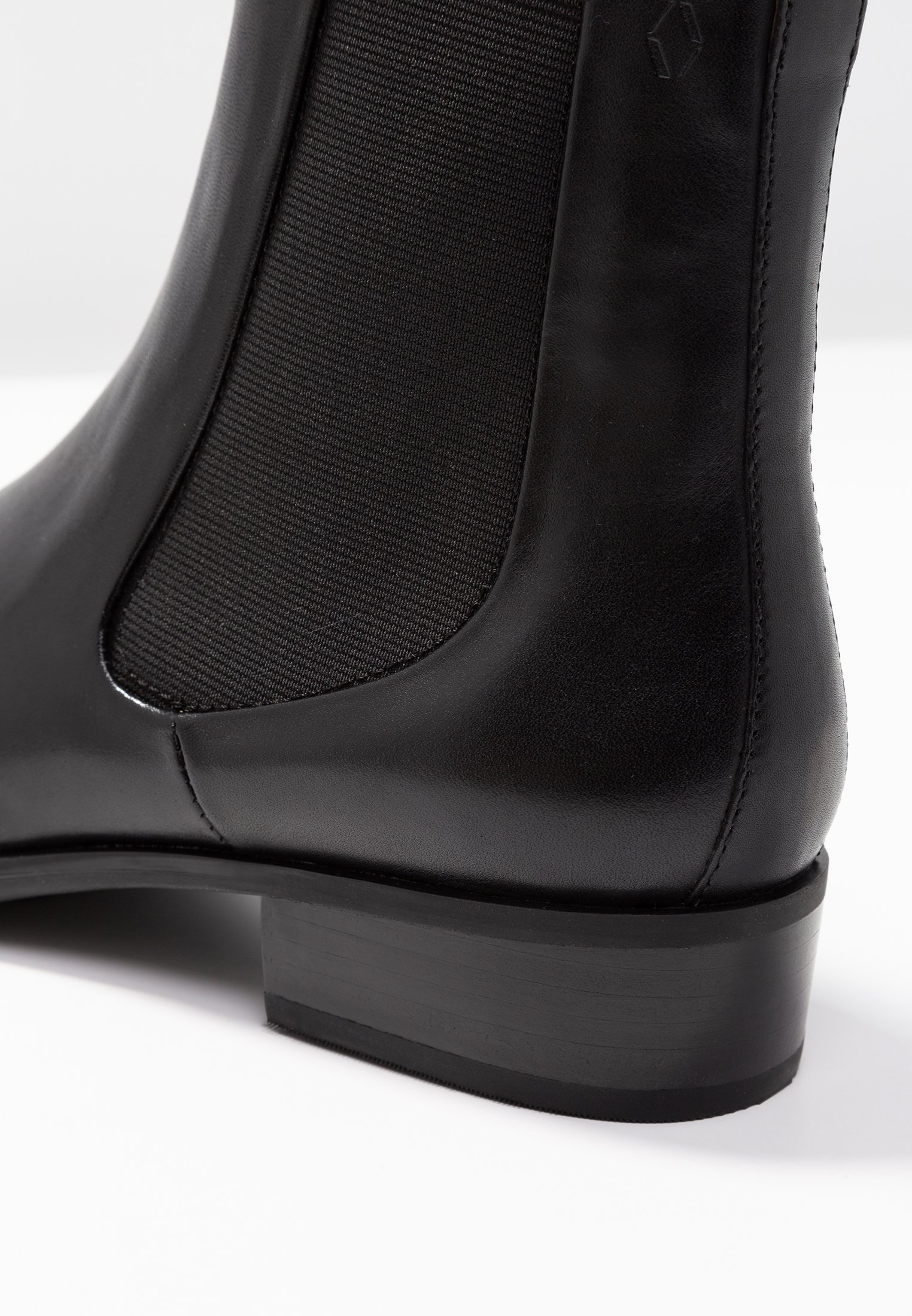 MIRA PREMIUM Stiefelette black