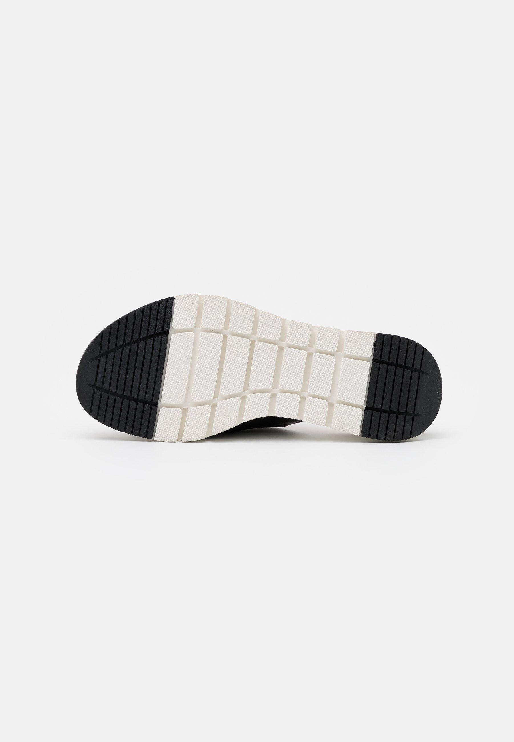 Caprice SLIDES Pantolette flach black/schwarz