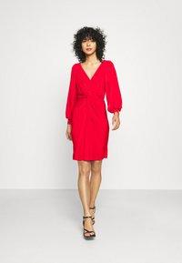 Closet - LONDON TWIST PENCIL DRESS - Jersey dress - red - 1