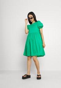 Vero Moda - VMFRANCES SHORT WOW DRESS - Freizeitkleid - blarney - 1
