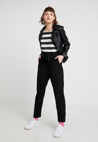 Vero Moda - VMWIDE STRIPE TOP  - Print T-shirt - black/snow white - 1
