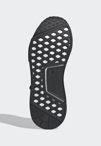 adidas Originals - NMD_R1 - Sneakersy niskie - core black dust purple core black - 4