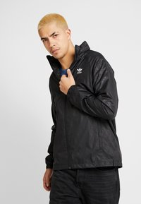 adidas Originals - GRAPHICS SPORT INSPIRED JACKET - Tuulitakki - black - 0