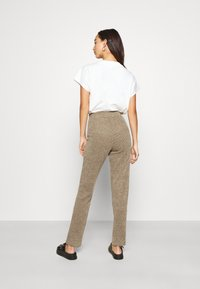 ONLY - ONLALBA AMY PANT - Trousers - tigers eye - 2