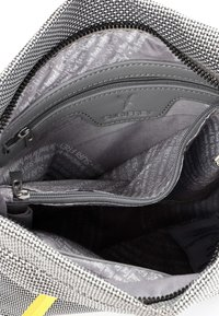 SURI FREY - MARRY - Across body bag - light grey - 4