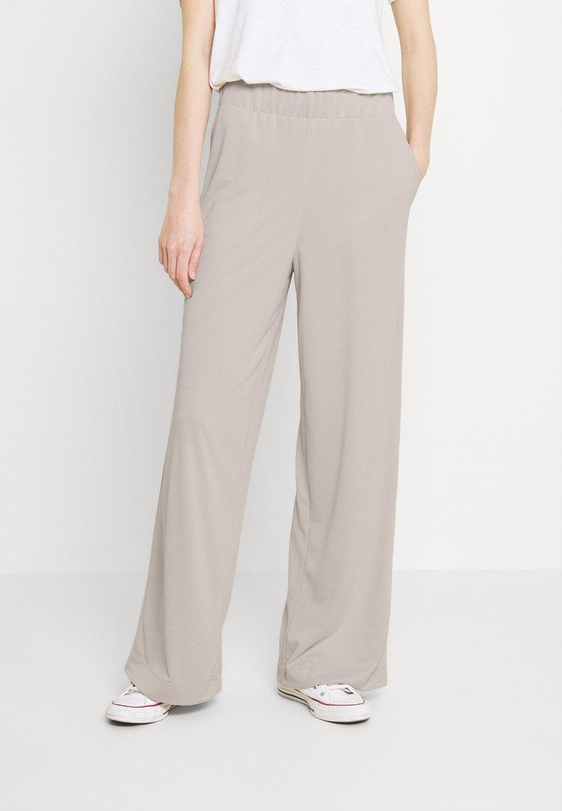 Monki - CLEO TROUSERS - Trousers - beige dusty light