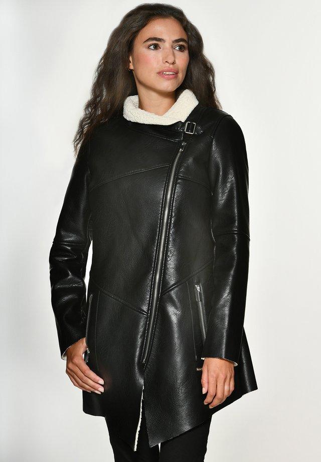 MIT WEICHEM KRAGEN SAVANNAH - Short coat - black