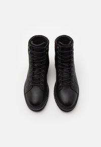 Selected Homme - SLHTIM HIKING BOOT - Šněrovací kotníkové boty - black - 3