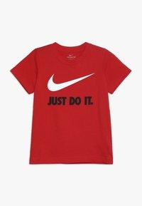 Nike Sportswear - TEE UNISEX - T-shirts med print - university red - 0