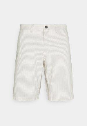 BROOKLYN DOBBY STRIPE - Shorts - sand