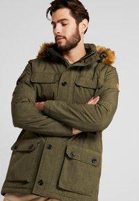 Hi-Tec - HERSHEL - Zimní kabát - olive night - 5