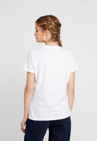 Tommy Hilfiger - NEW LUCY - T-shirt med print - white - 2